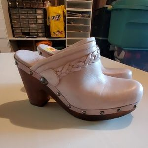Women's Ugg Clogs Size 7